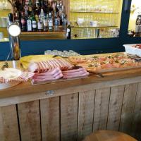 Een bar vol lokale lekkernijen